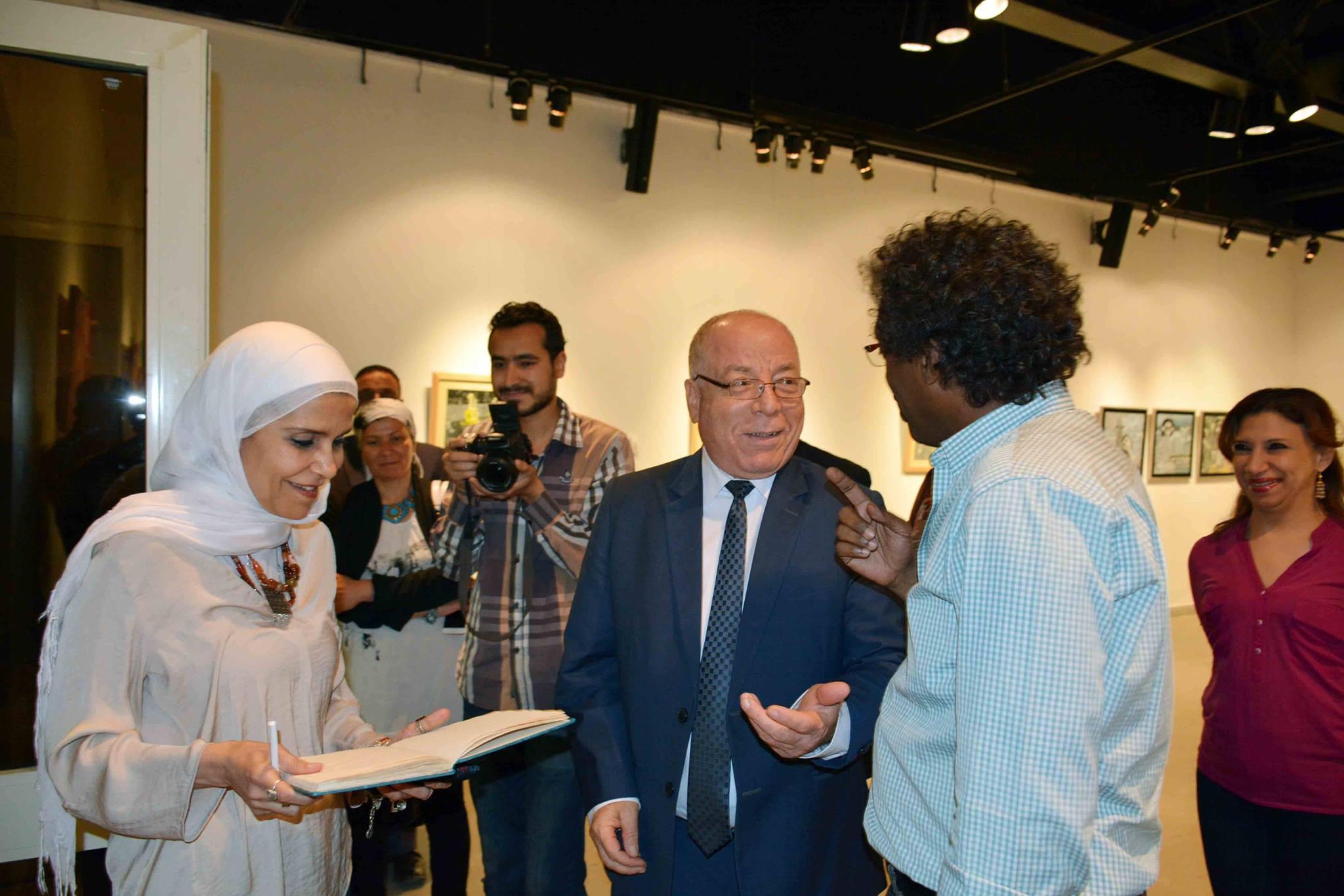وزير الثقافة يتفقد معرض نجاة فاروق في الهناجر  (3)