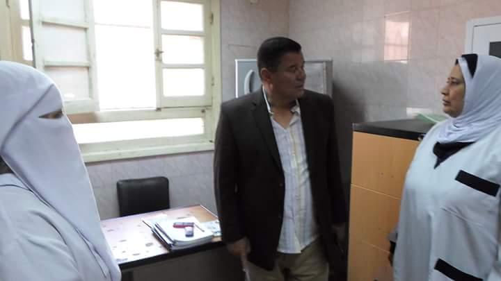 رئيس مركز ومدينة كفر الزيات يحيل 7 أطباء وعاملين للتحقيق (1)