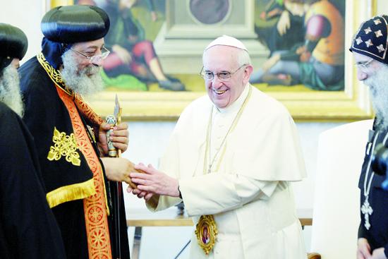 لقاء البابا تواضروس وبابا الفاتيكان 10-5-2013 (8)