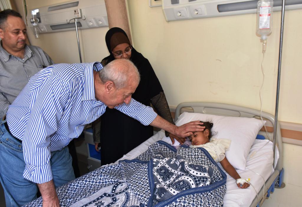 جولة محافظ أسوان بمستشفى أسوان العام (2)