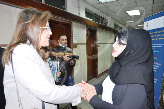وزيرة التخطيط تناقش رسالة عائشة غنيمي (2)