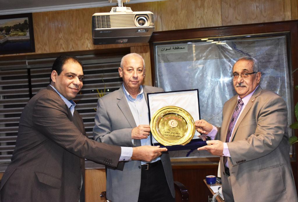 محافظ أسوان يلتقي  بأعضاء فرع مجلس نقابة الصيادلة (4)