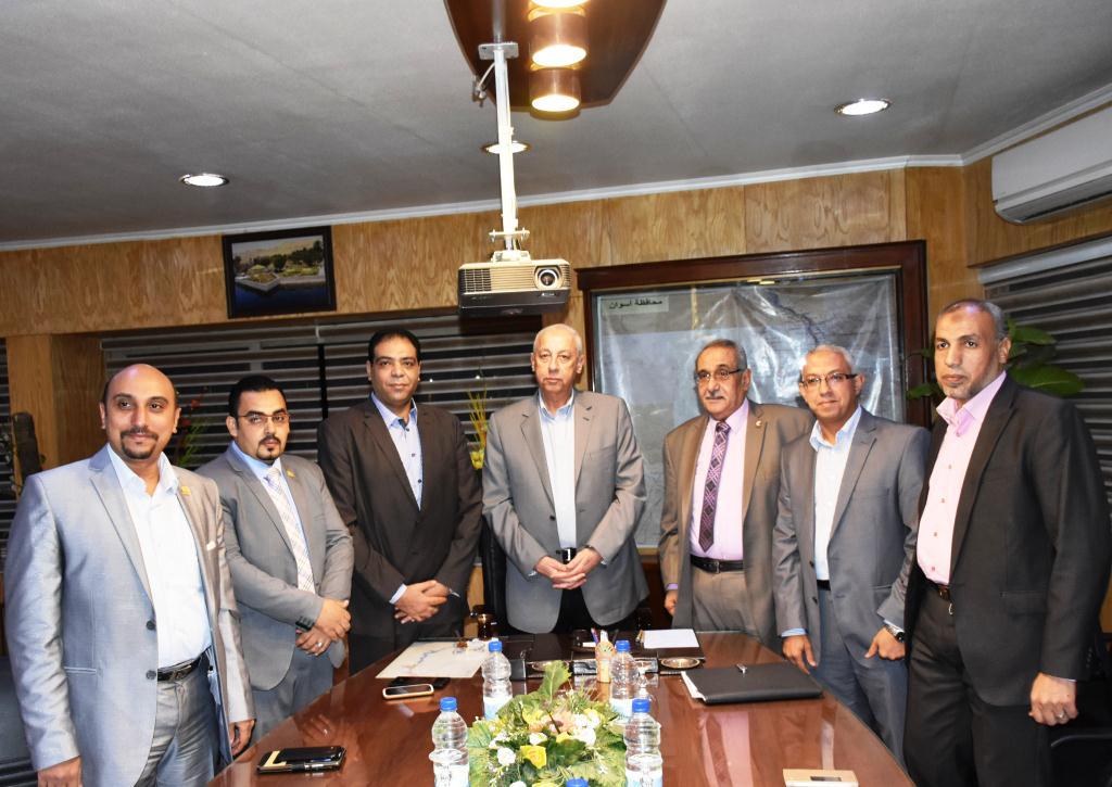 محافظ أسوان يلتقي بأعضاء فرع مجلس نقابة الصيادلة (6)