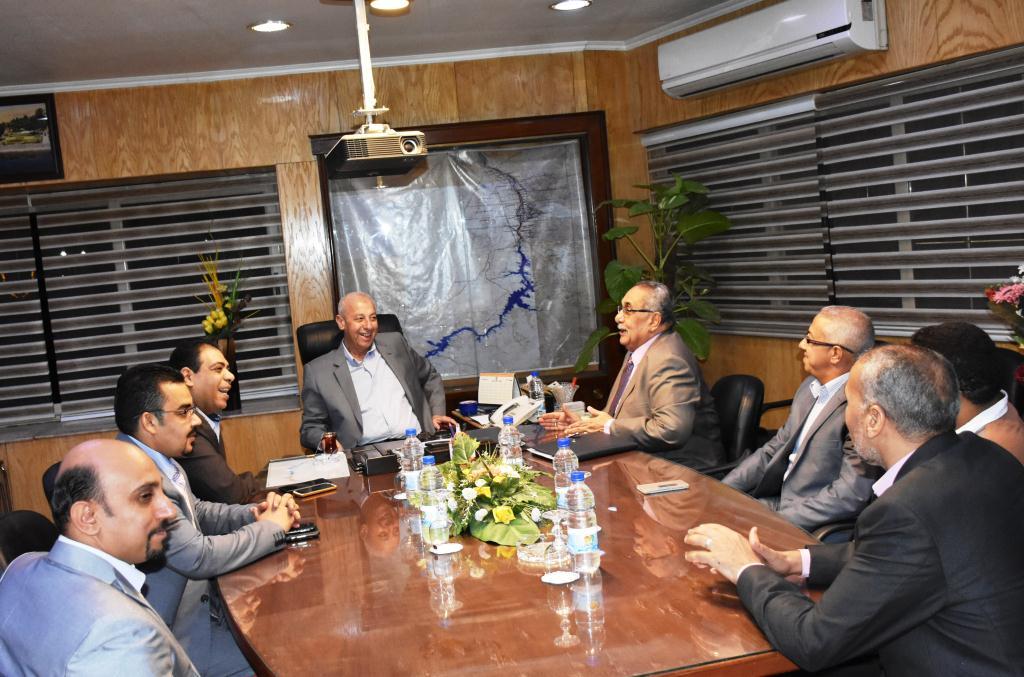 محافظ أسوان يلتقي بأعضاء فرع مجلس نقابة الصيادلة (7)