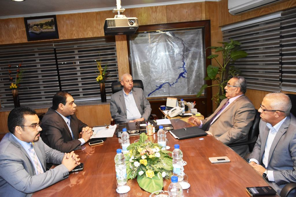 محافظ أسوان يلتقي بأعضاء فرع مجلس نقابة الصيادلة (2)