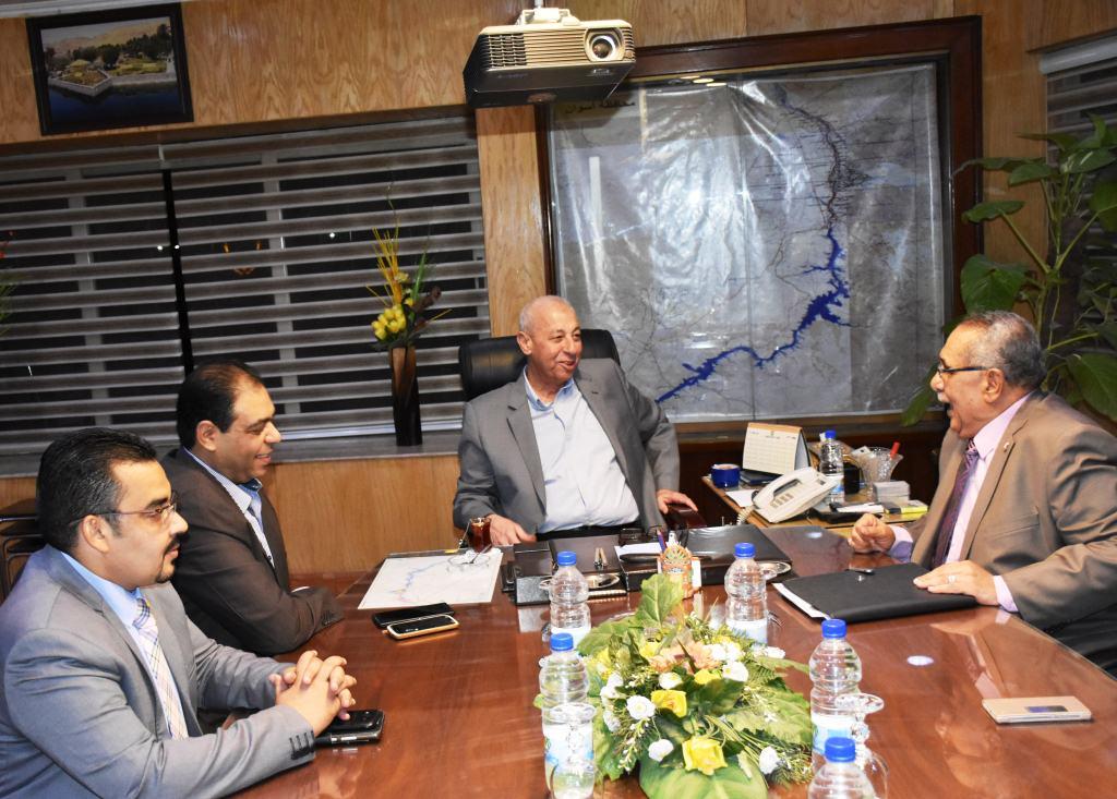 محافظ أسوان يلتقي  بأعضاء فرع مجلس نقابة الصيادلة (1)