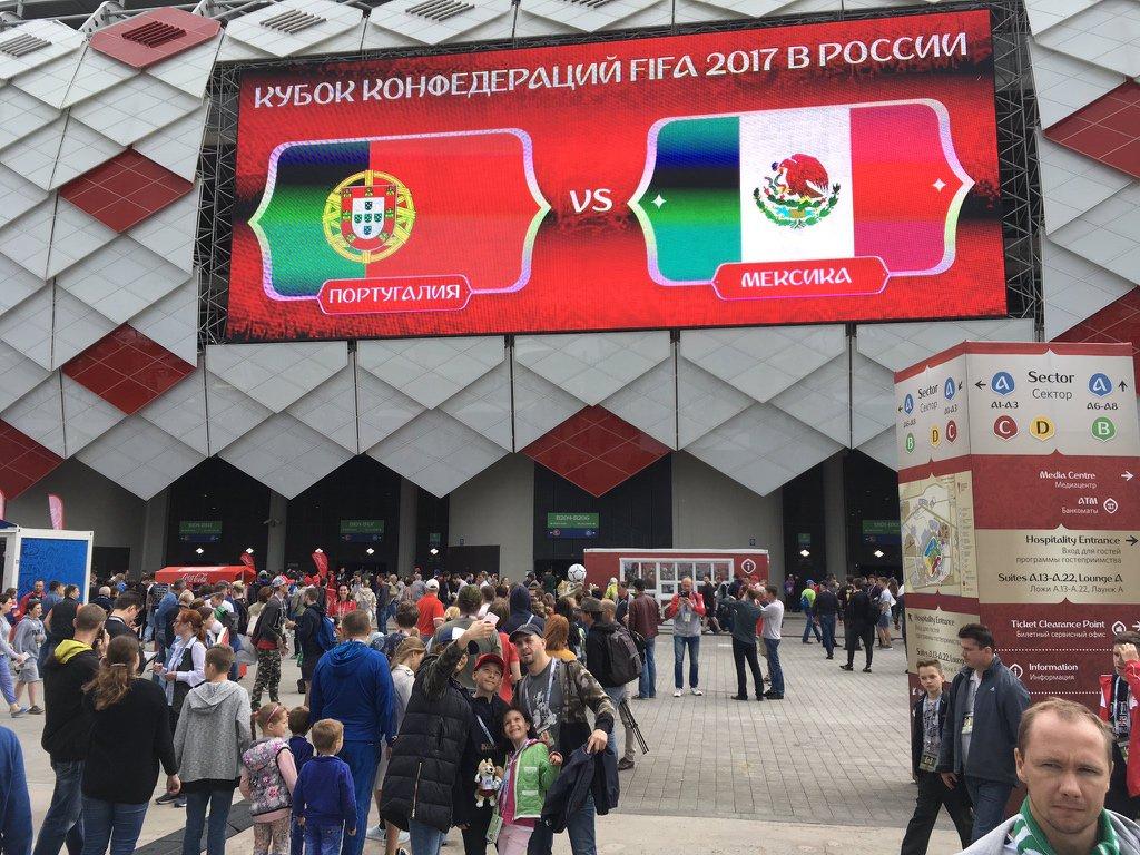 خارج محيط ستاد سبارتاك ملعب مباراة البرتغال والمكسيك
