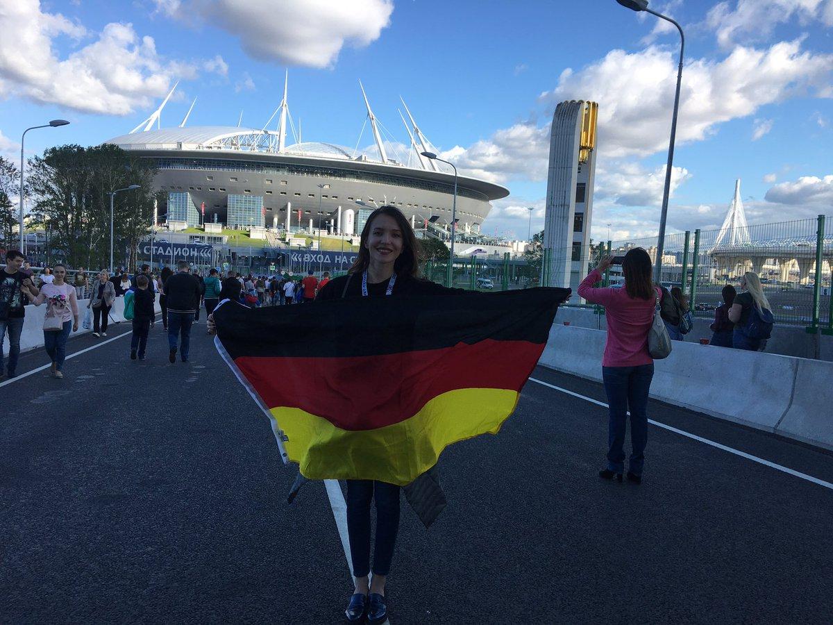 213188-مشجعة-ألمانيا-خارج-الملعب