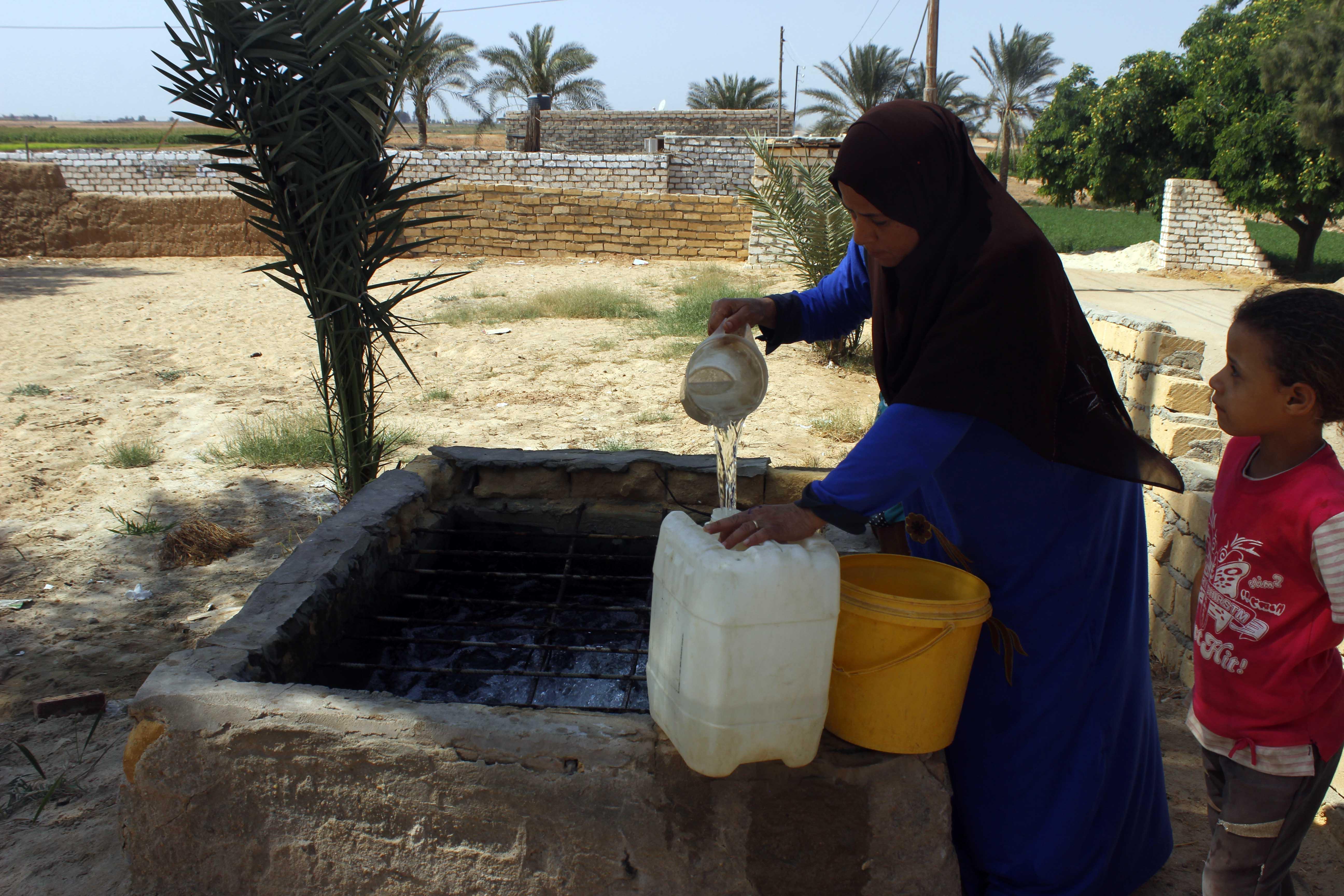 قري  تعيش بدون مياه  شرب  لأربعة أشهر  - تصوير  محمد عوض  (17)