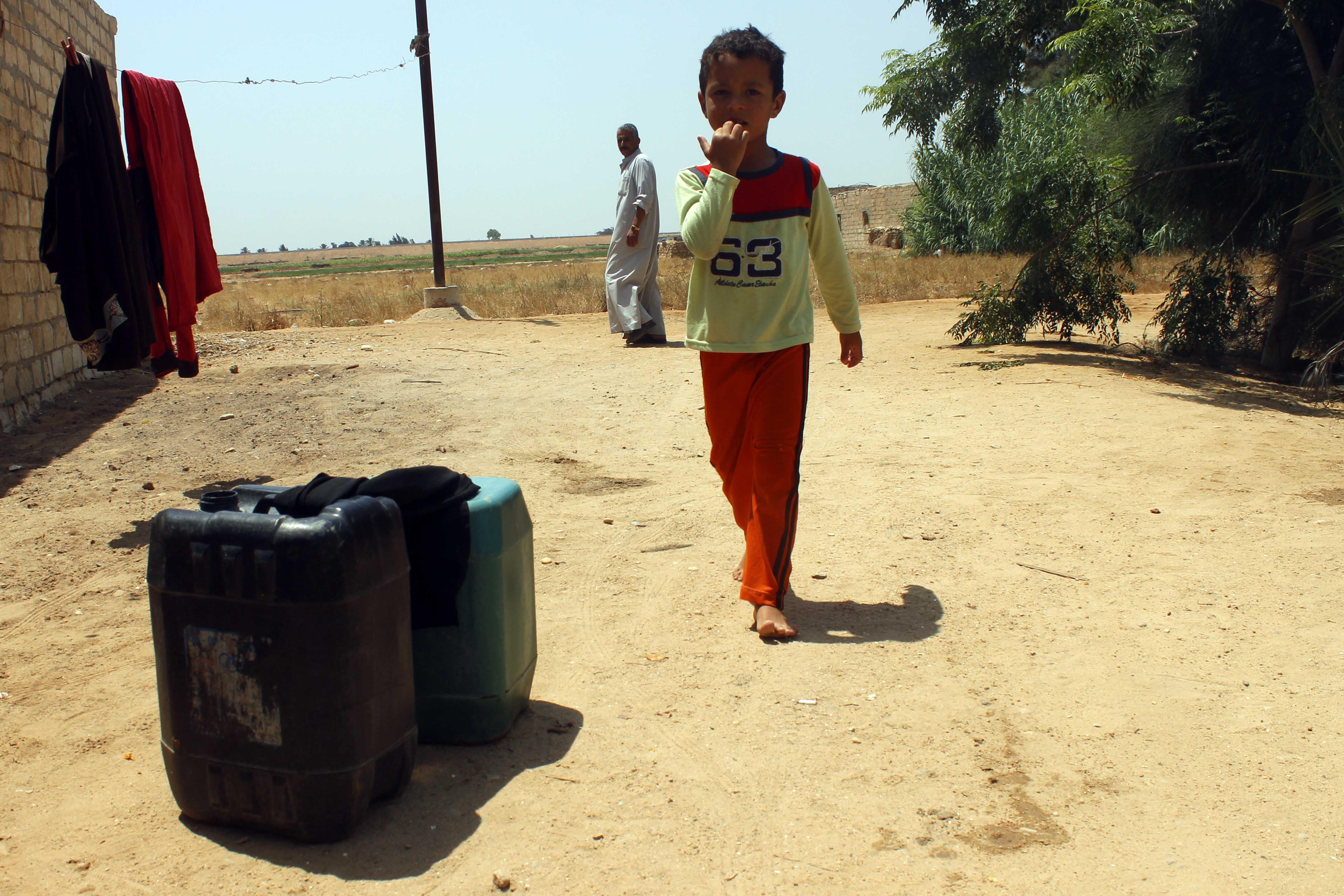 قري  تعيش بدون مياه  شرب  لأربعة أشهر  - تصوير  محمد عوض  (7)