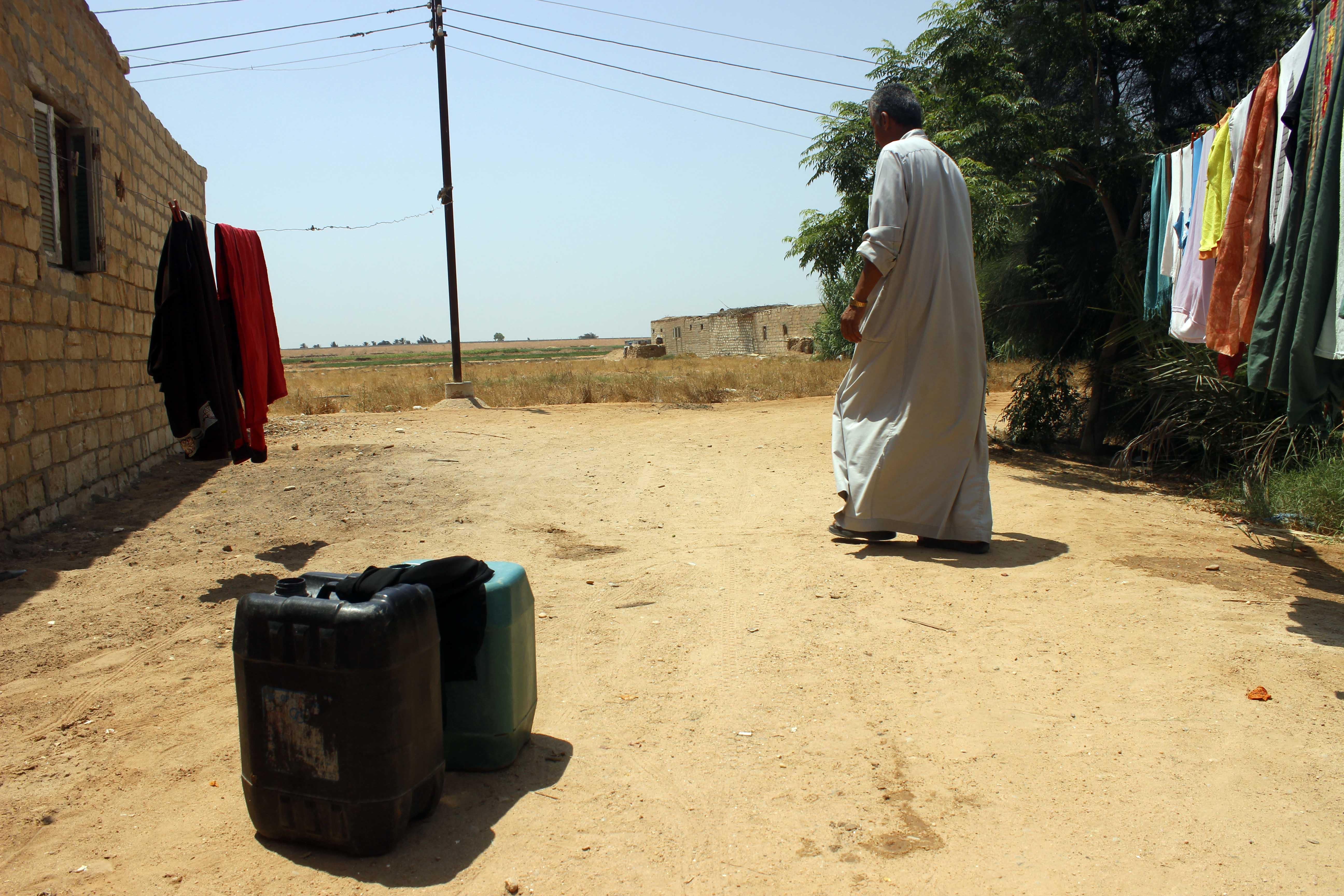 قري  تعيش بدون مياه  شرب  لأربعة أشهر  - تصوير  محمد عوض  (6)