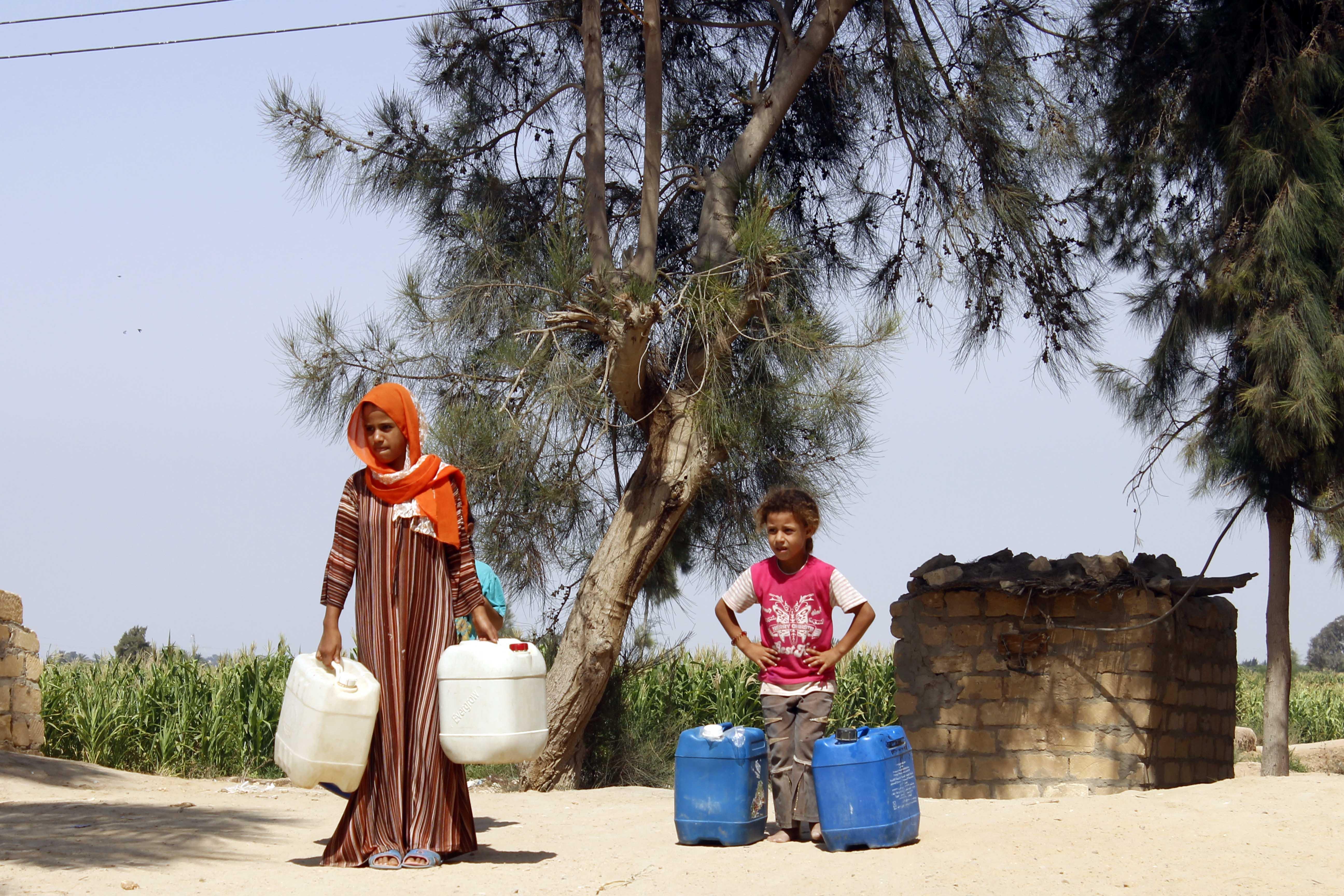 قري  تعيش بدون مياه  شرب  لأربعة أشهر  - تصوير  محمد عوض  (11)