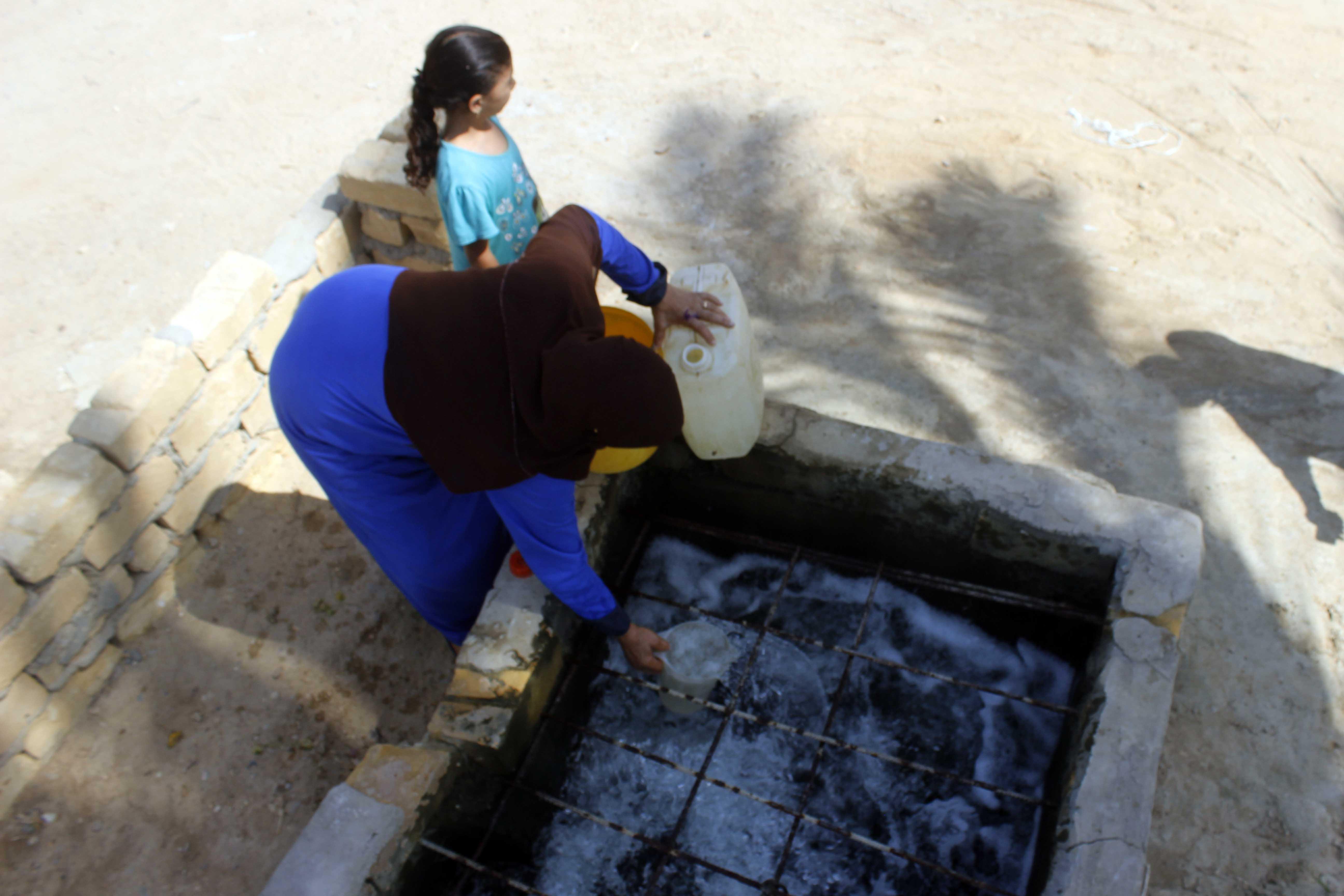 قري  تعيش بدون مياه  شرب  لأربعة أشهر  - تصوير  محمد عوض  (14)