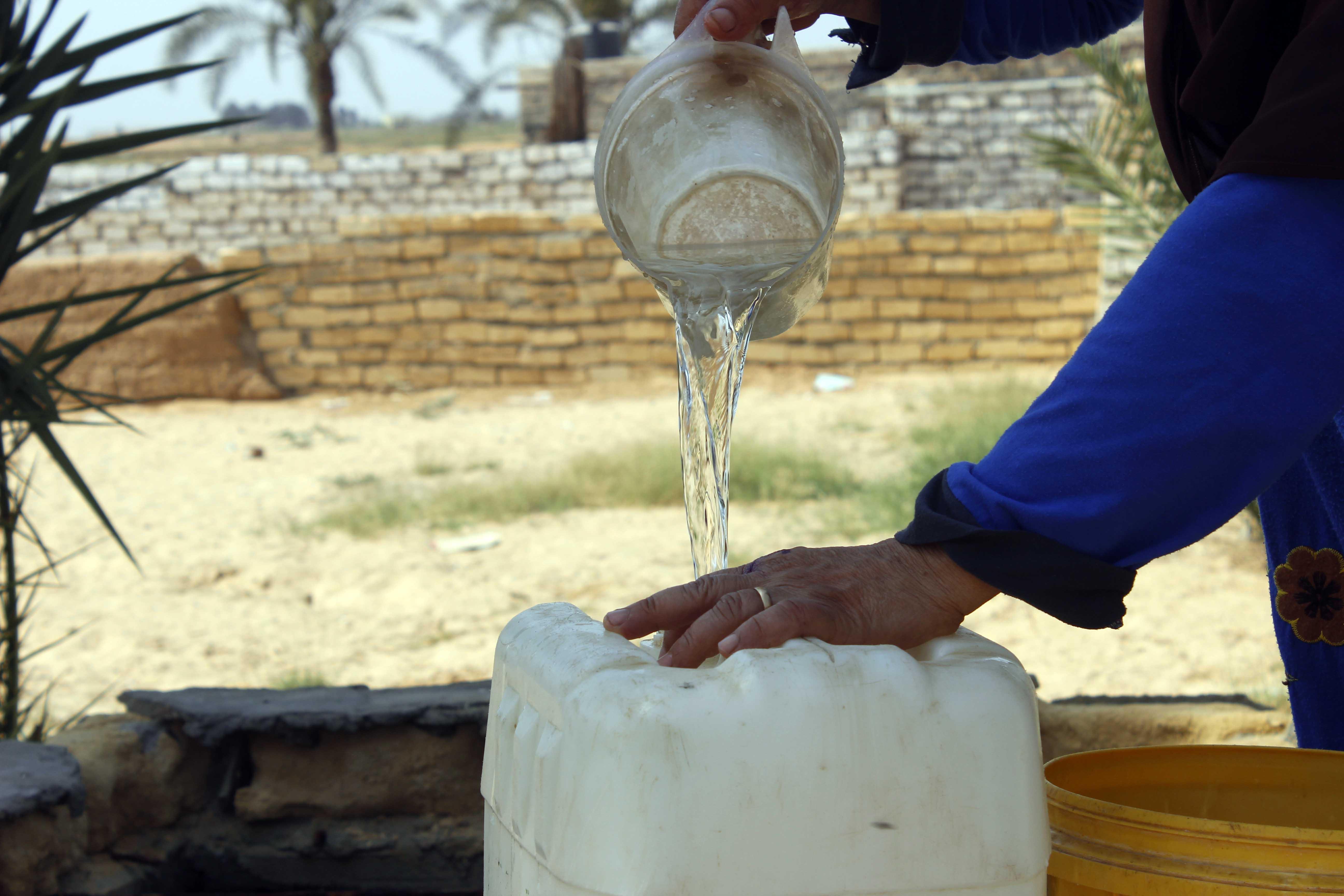 قري  تعيش بدون مياه  شرب  لأربعة أشهر  - تصوير  محمد عوض  (19)