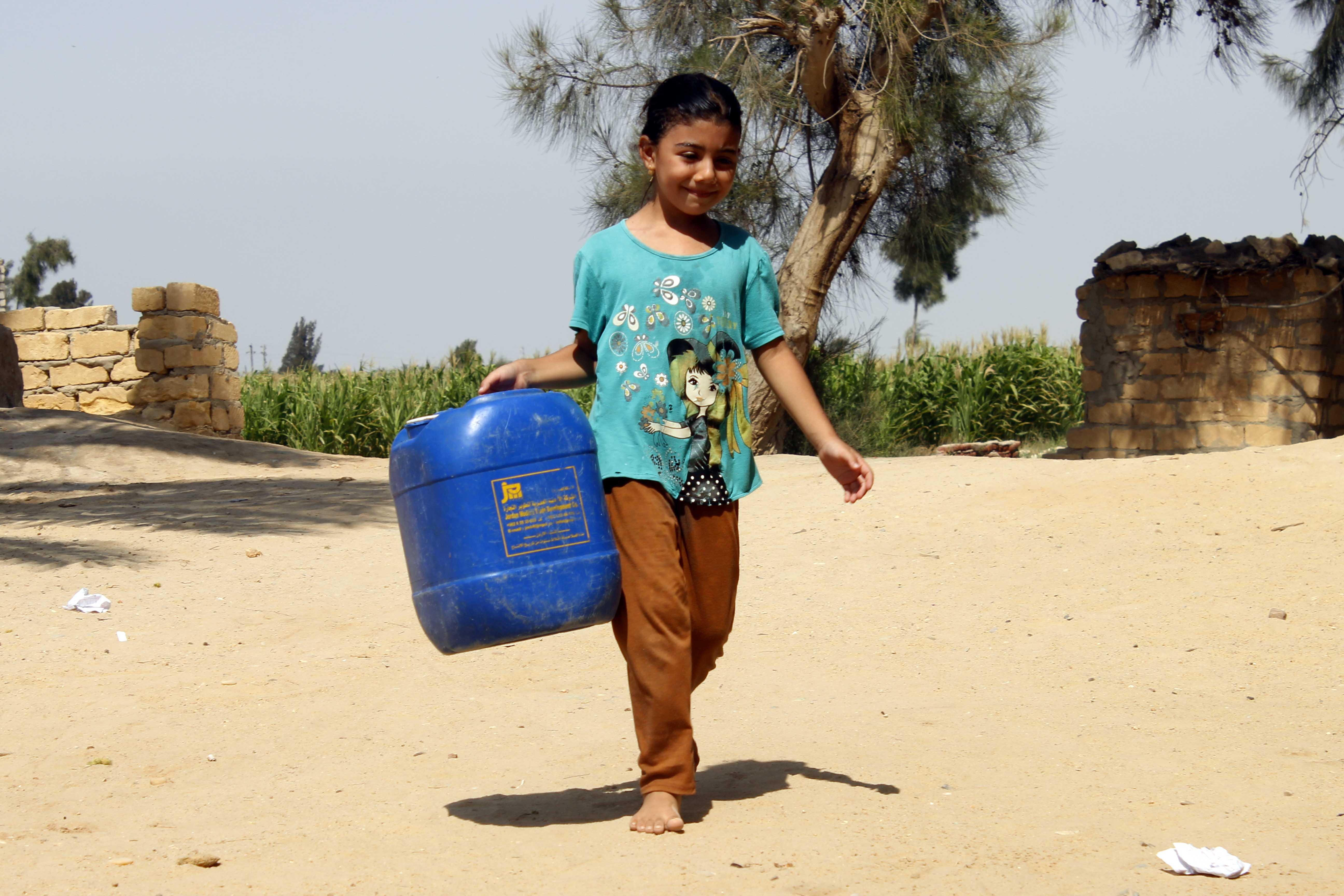 قري  تعيش بدون مياه  شرب  لأربعة أشهر  - تصوير  محمد عوض  (12)