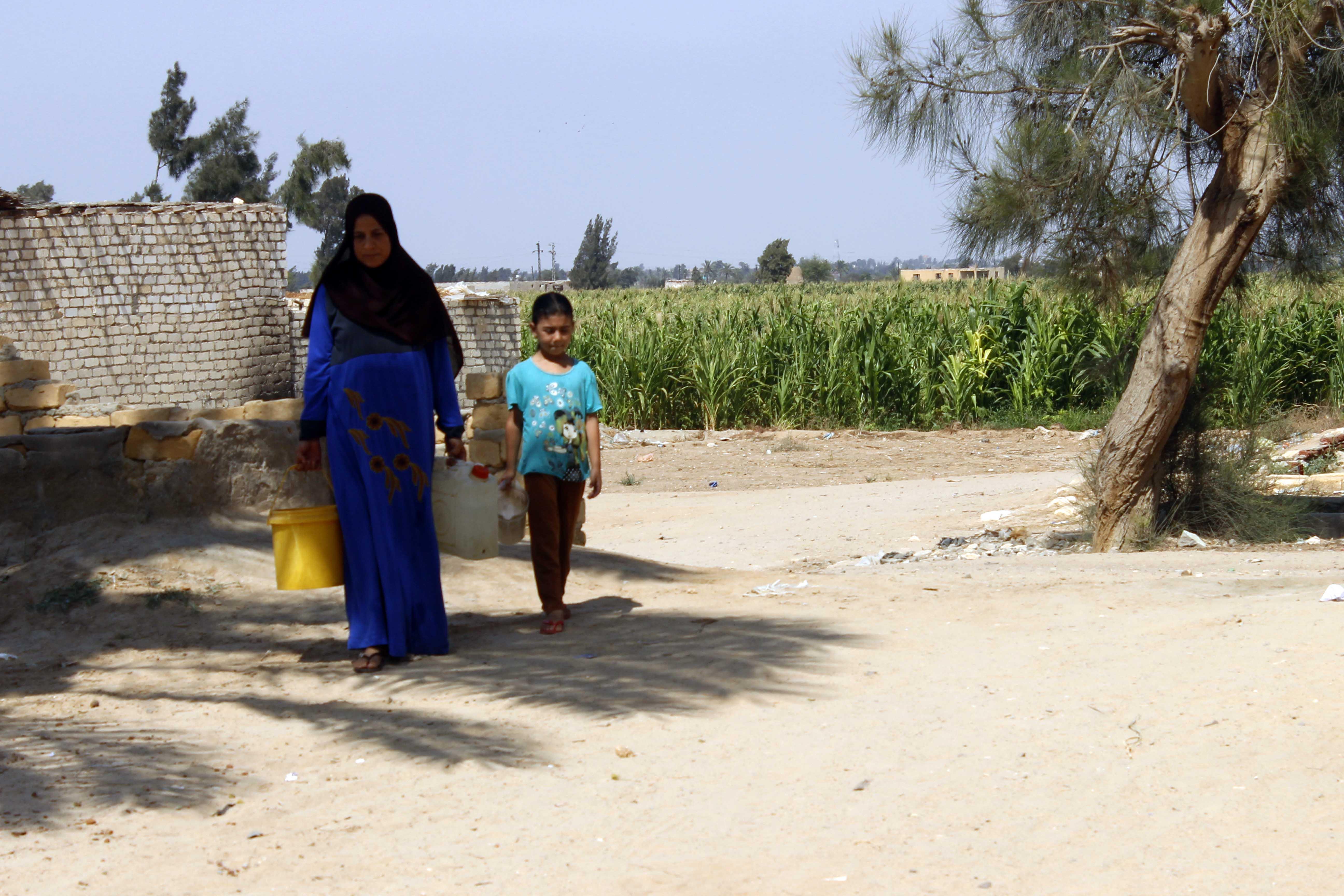 قري  تعيش بدون مياه  شرب  لأربعة أشهر  - تصوير  محمد عوض  (16)