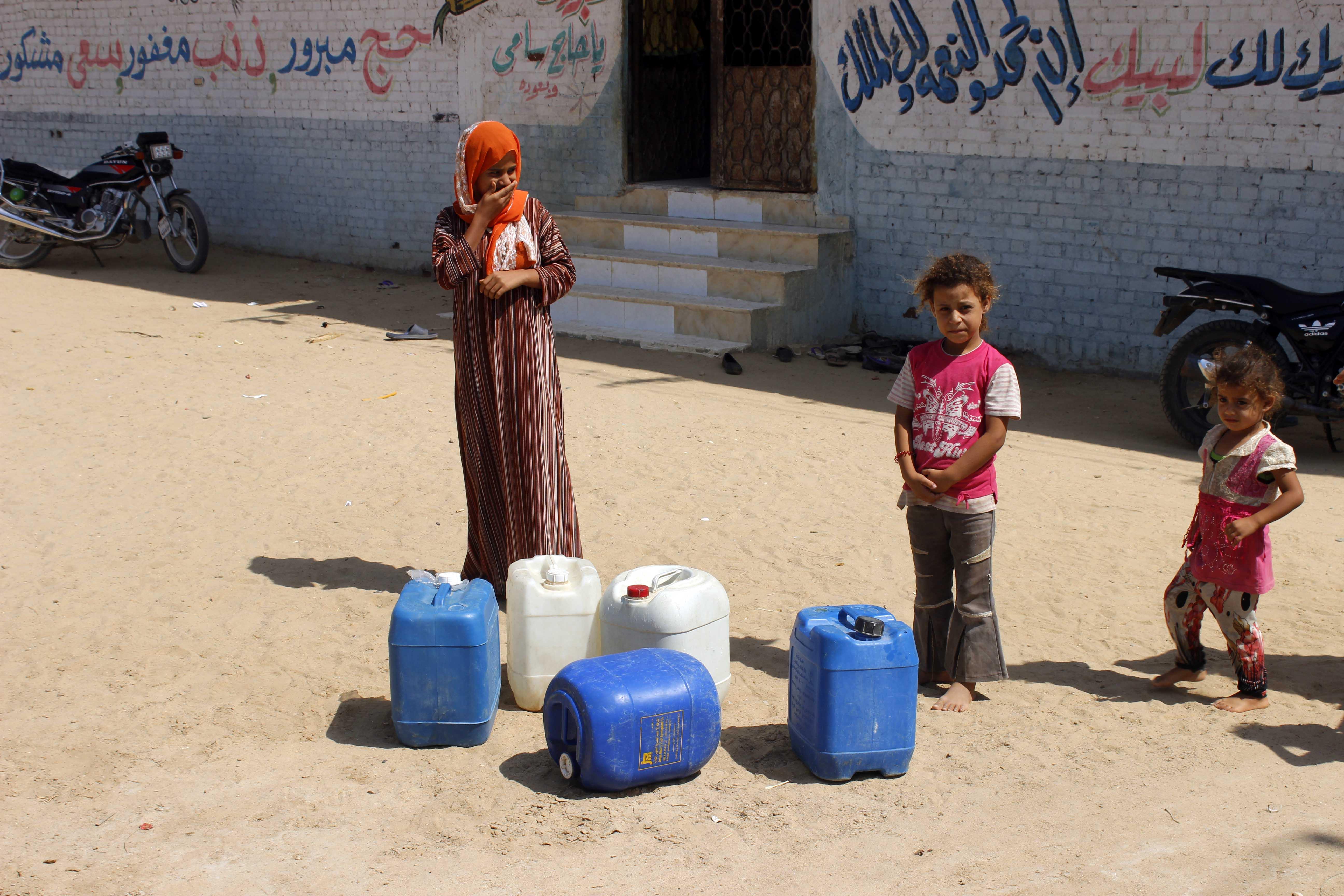 قري  تعيش بدون مياه  شرب  لأربعة أشهر  - تصوير  محمد عوض  (10)