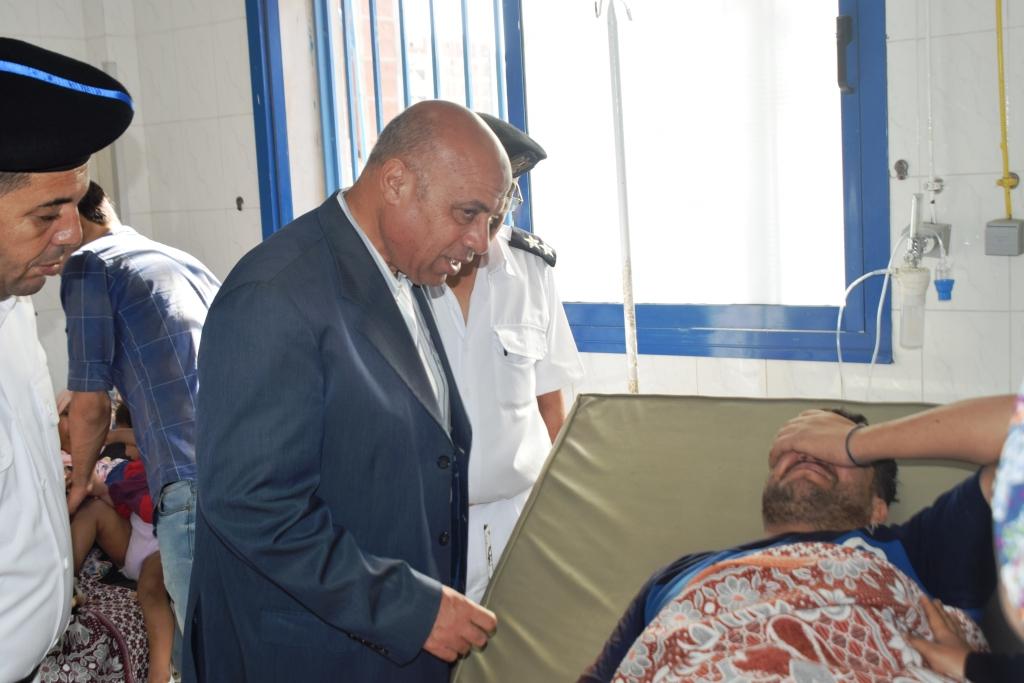مدير أمن مطروح يزور مصابي حادث الأتوبيس  (1)