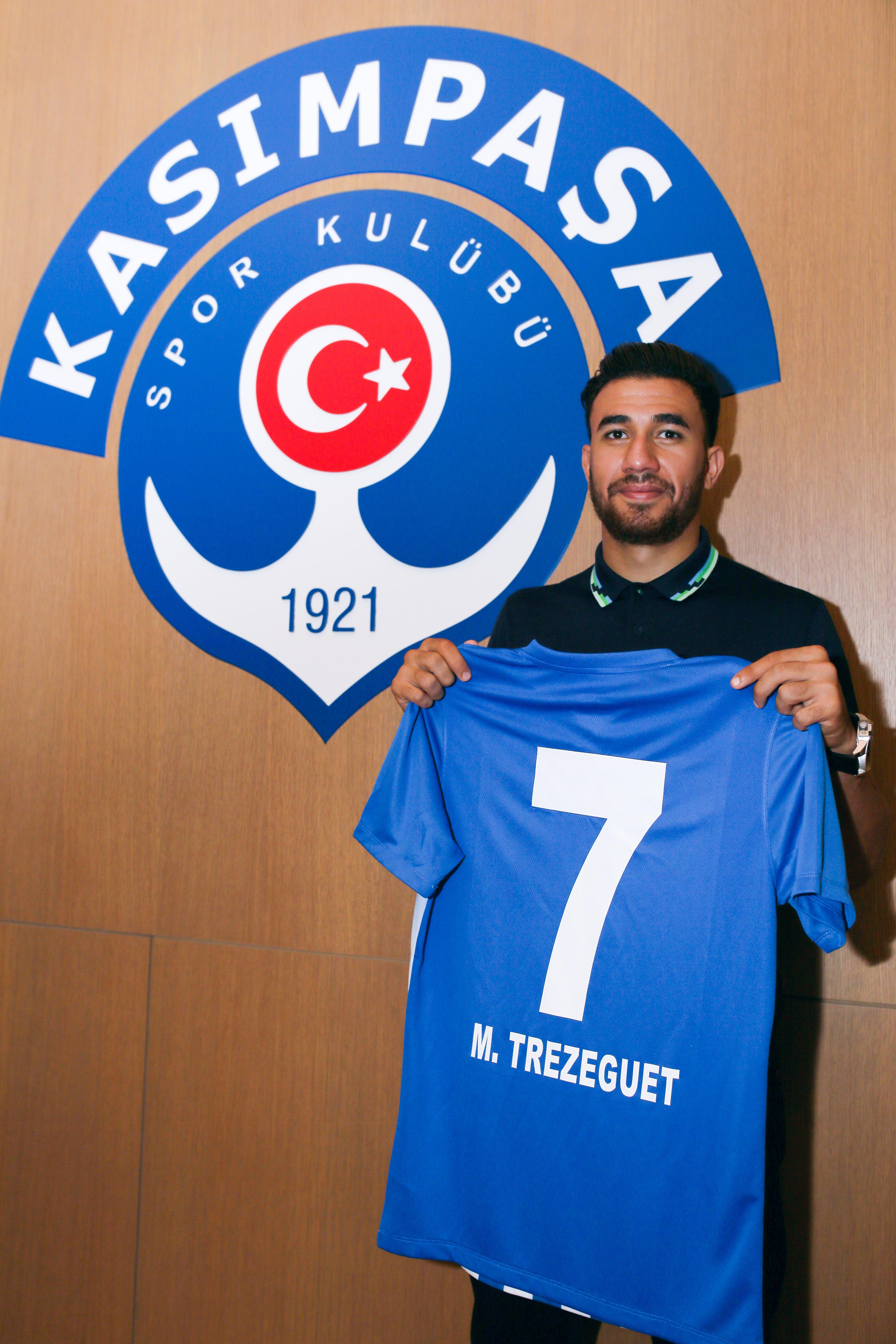 12425810-محمود-تريزيجيه-يحمل-قميص-قاسم-باشا