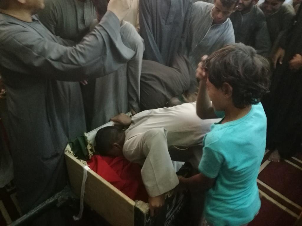الأقصر تشيع شهيد العريش في جنازة عسكرية  (3)