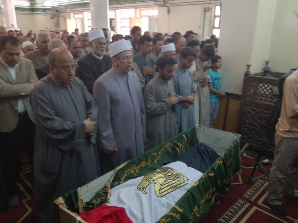 الأقصر تشيع شهيد العريش في جنازة عسكرية  (1)
