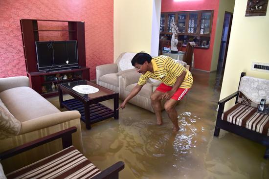 منزل يغرق فى مياه الفيضانات بالهند