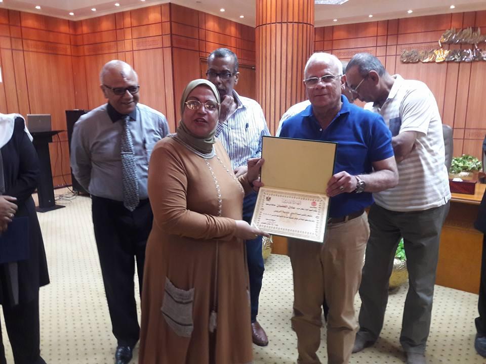 تكريم المحافظ للمعلمين المتميزين ببورسعيد (2)