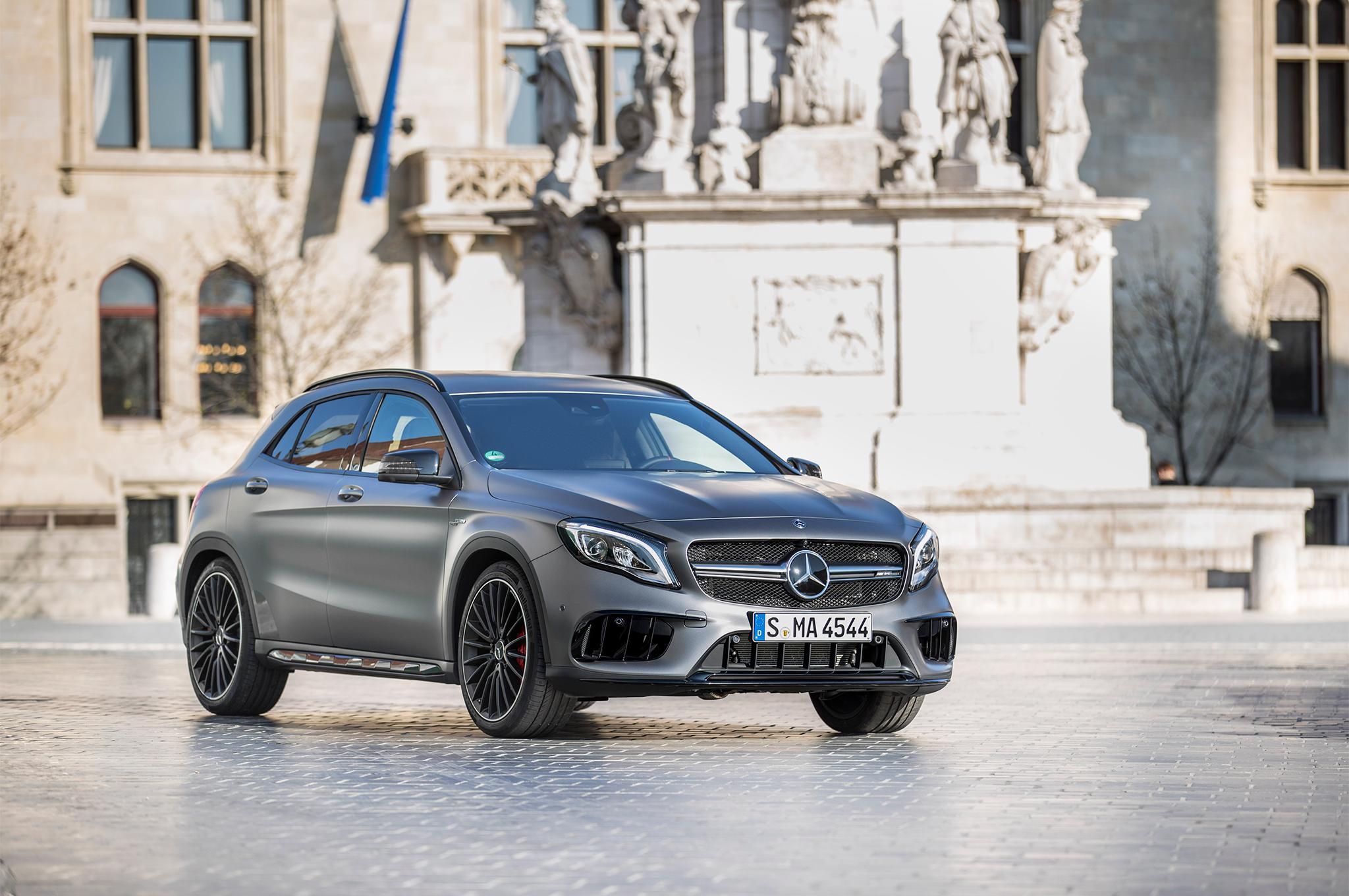 2018-Mercedes-AMG-GLA45-4MATIC-front-three-quarter-09