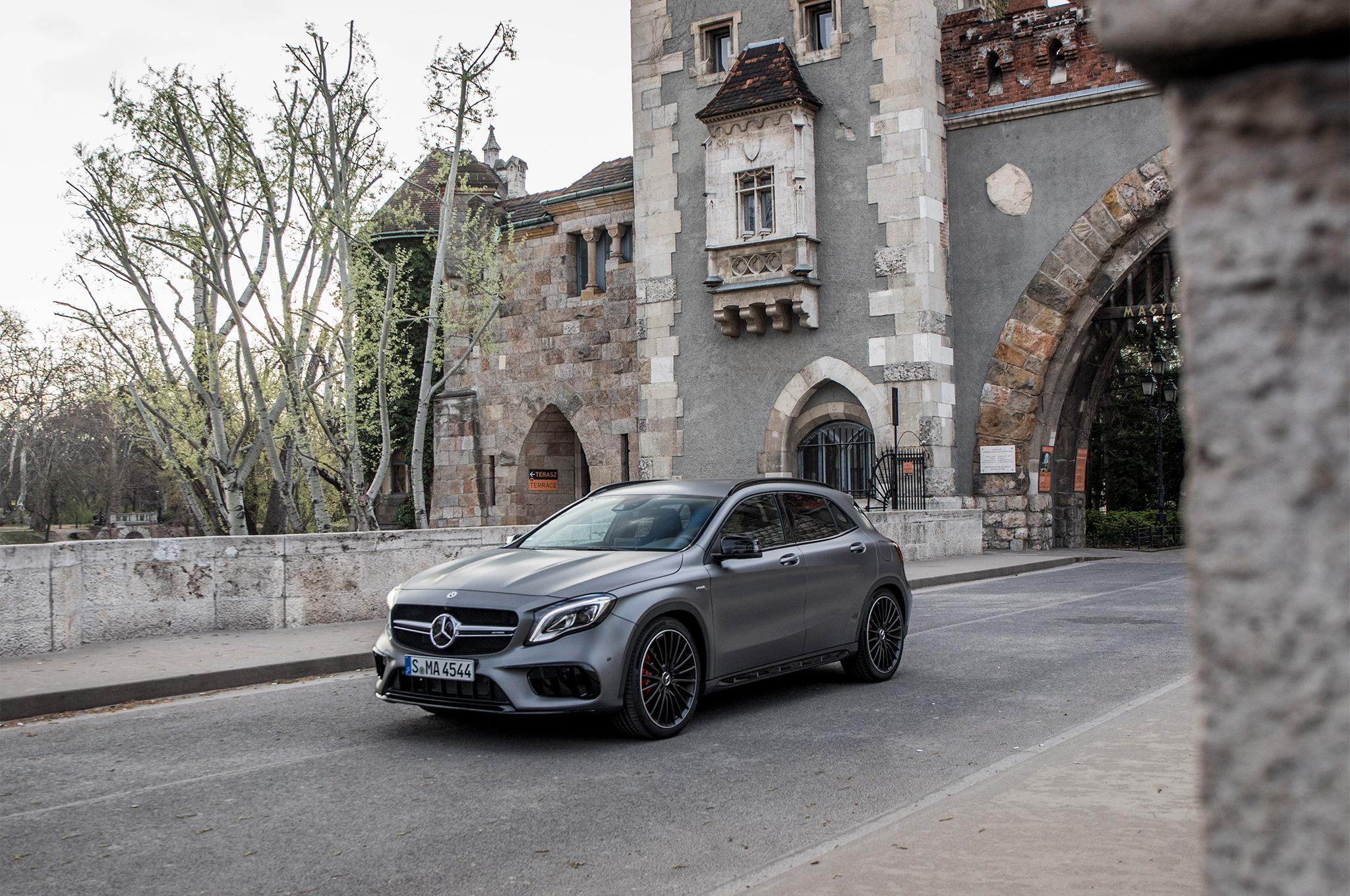 2018-Mercedes-AMG-GLA45-4MATIC-front-three-quarter-05