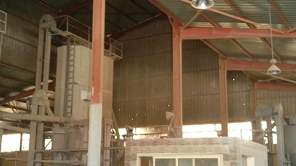 مصنع علف تعاونيات الأراضي المستصلحة...j