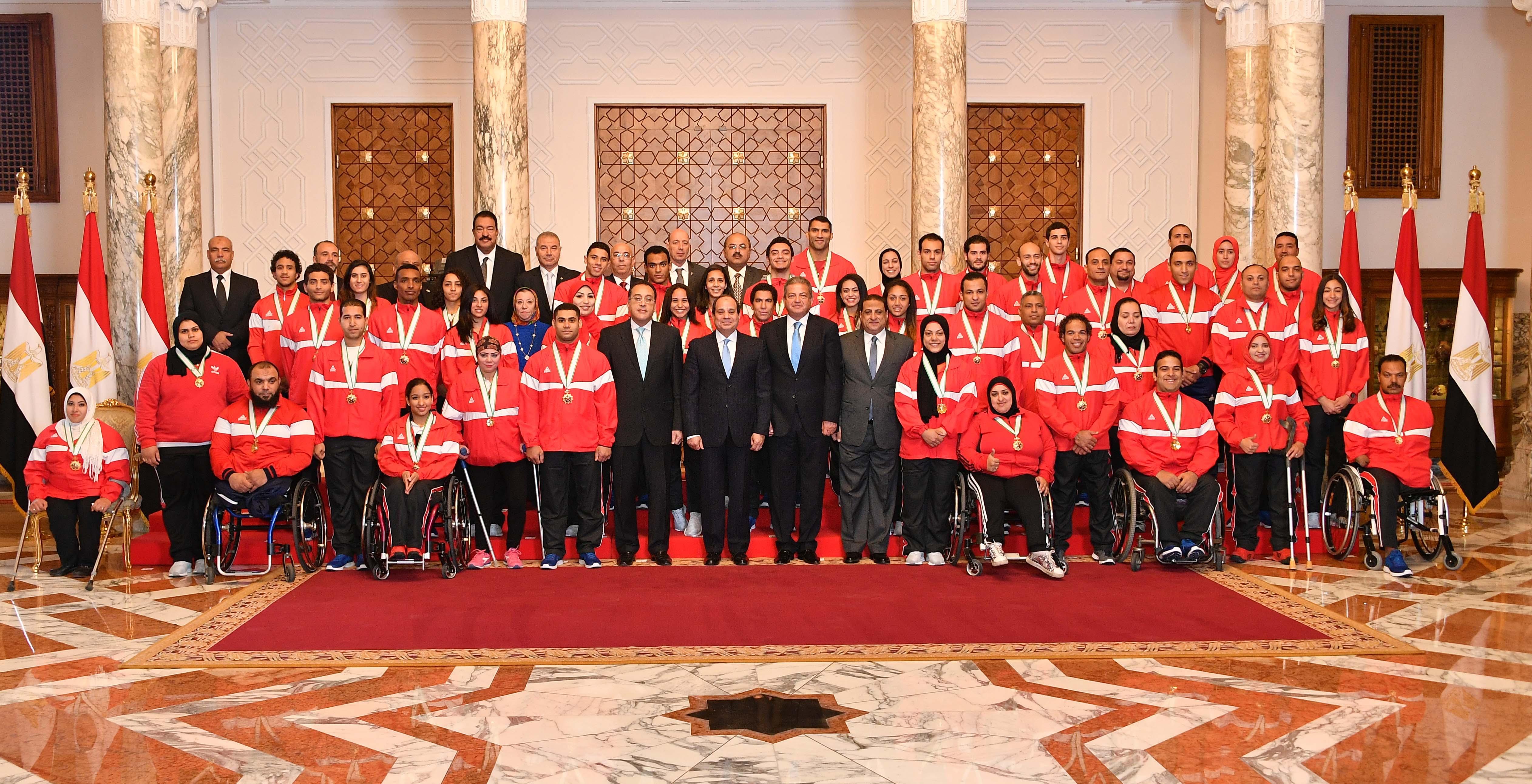 السيسى يمنح أوسمة الجمهورية للأبطال الرياضيين  (1)