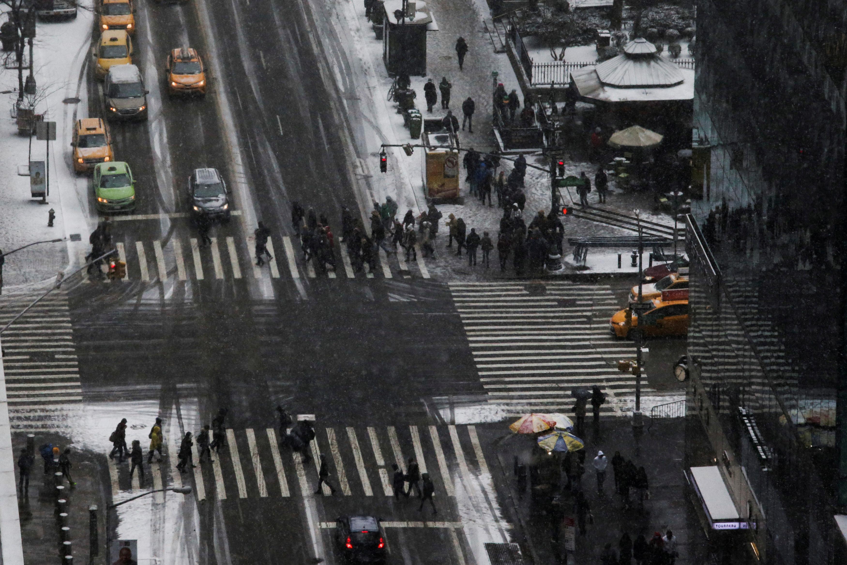 2709084-الثلوج-تغطى-الشوارع