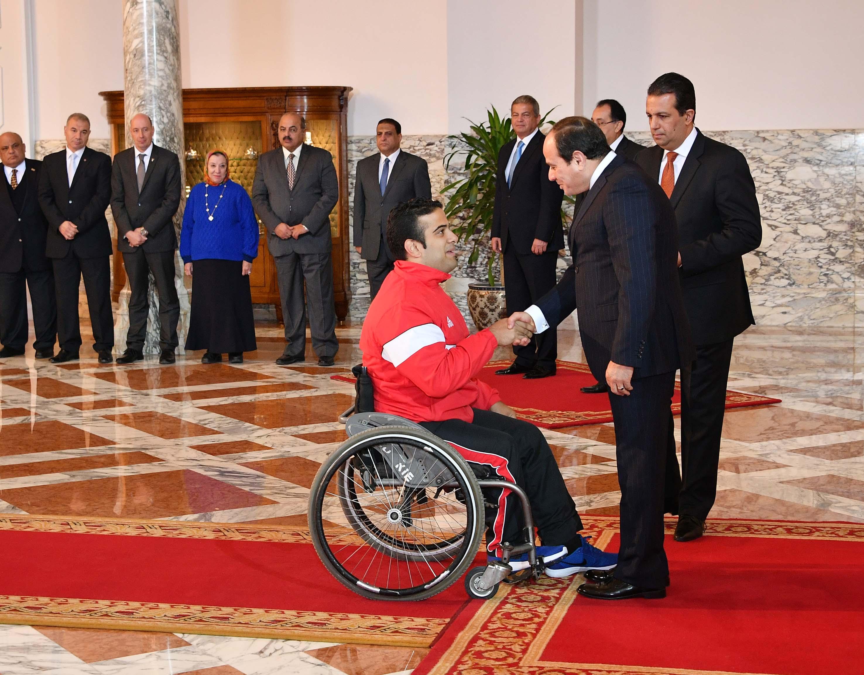 السيسى يمنح أوسمة الجمهورية للأبطال الرياضيين  (2)