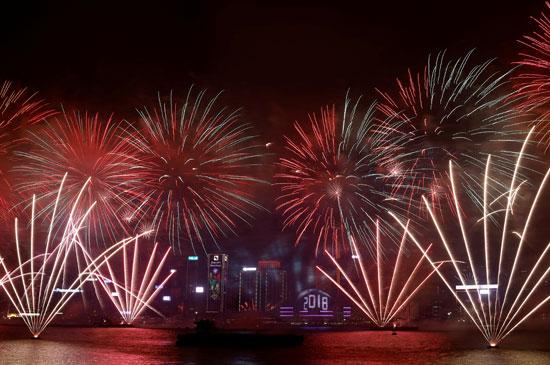 64277-اطلاق-الالعاب-النارية-فى-هونج-كونج-بالتزامن-مع-احتفالات-الكريسماس