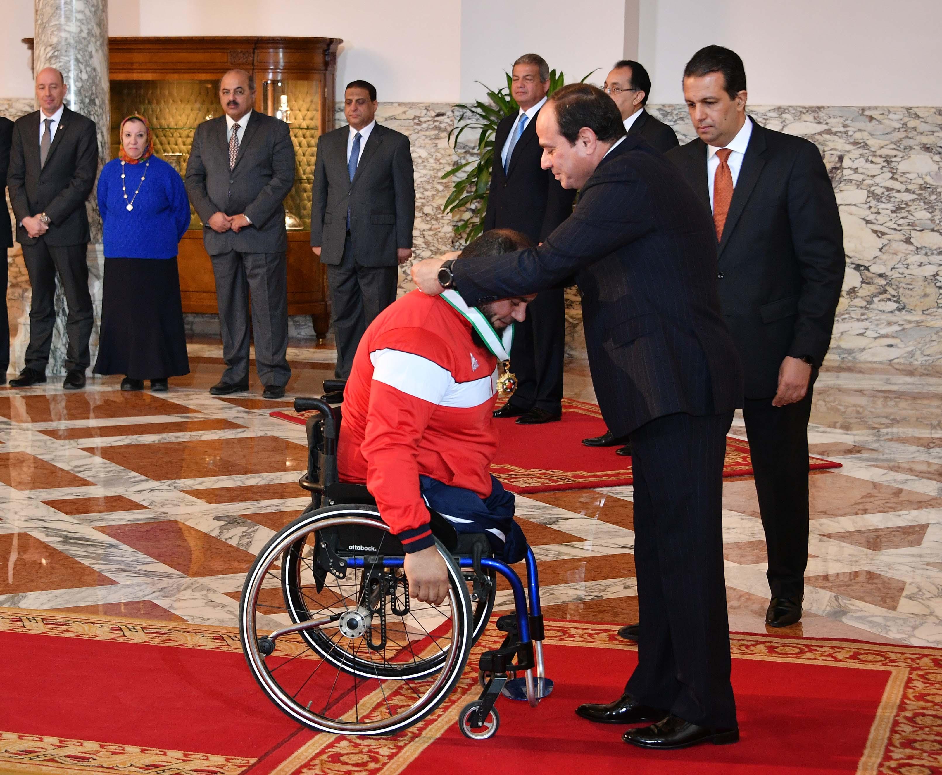السيسى يمنح أوسمة الجمهورية للأبطال الرياضيين  (4)
