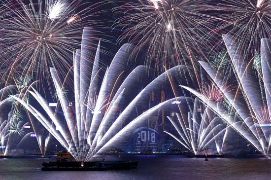 85656-انطلاق-الالعاب-النارية-فى-هونج-كونج-حتفالا-بالكريسماس