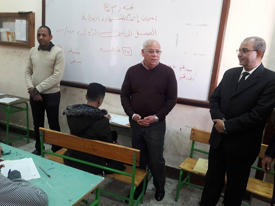 محافظ بورسعيد يتفقد لجان الامتحانات (5)