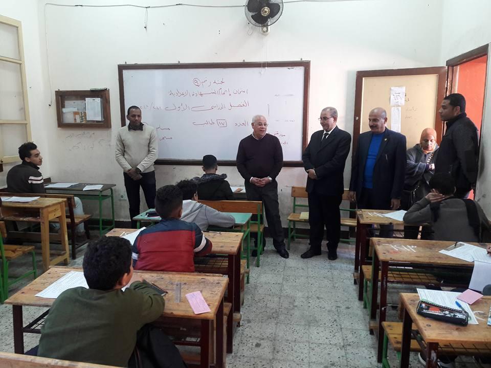 محافظ بورسعيد يتفقد لجان الامتحانات (3)