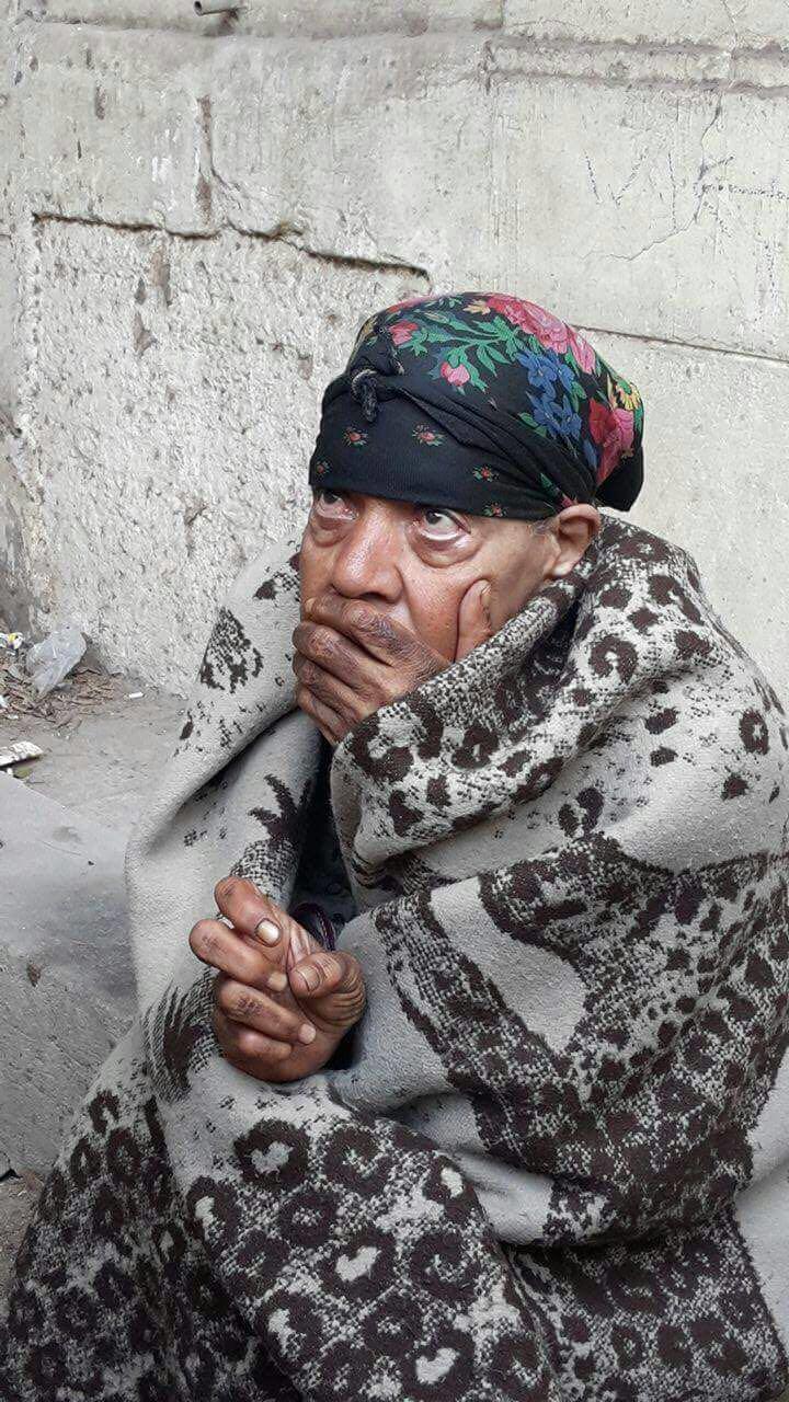 التضامن التدخل السريع ينقذ سيدة مسنة من برد الشارع وينقلها إلى دار لرعاية المسنين (1)