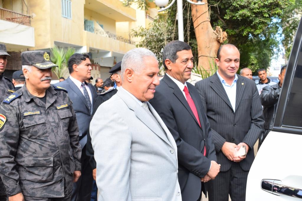 مدير أمن الأقصر سعداء بحفاوة المواطنين ونعدهم بتقديم أرواحنا فداءاً لهم (3)