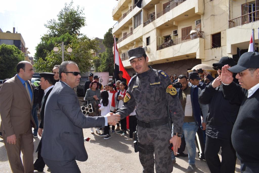 مدير أمن الأقصر سعداء بحفاوة المواطنين ونعدهم بتقديم أرواحنا فداءاً لهم (6)