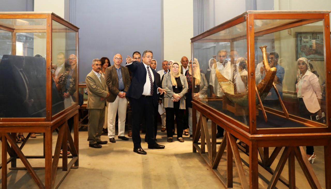 نقل الاثار للمتحف الكبير