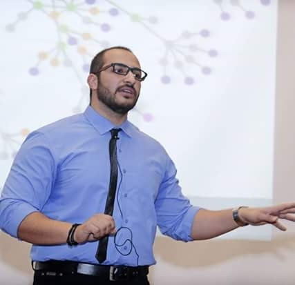 عبد المجيد عويس خبير العلاقات الاجتماعية