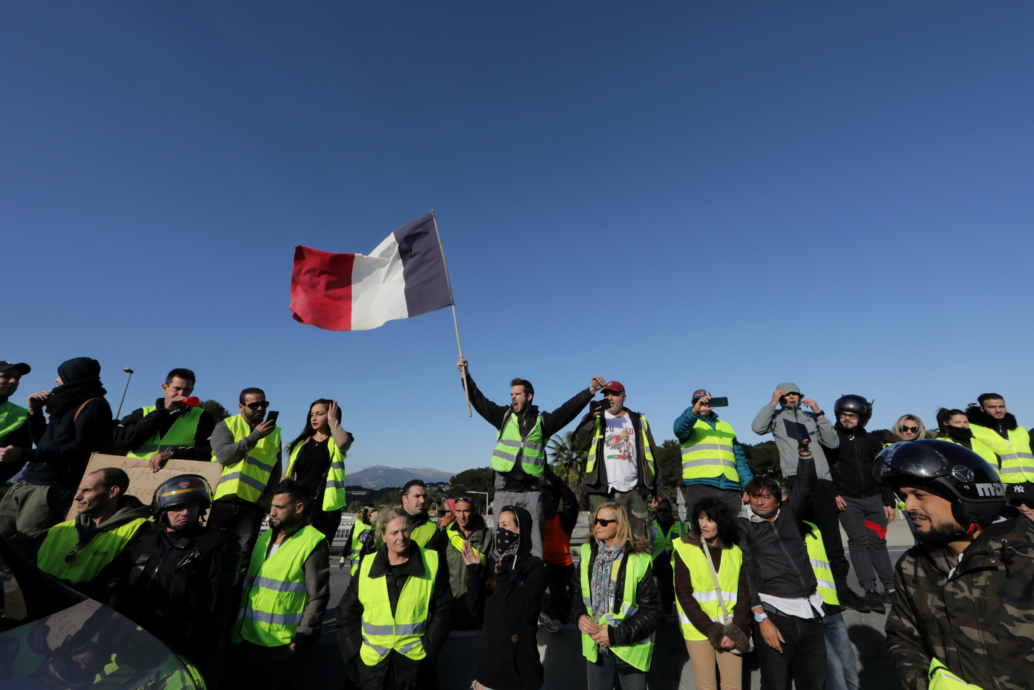 مظاهرات فرنسا (1)