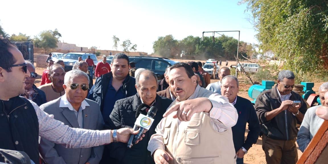 الدكتور عز الدين ابوستيت واللواء احمد ابراهيم محافظ اسوان (1)
