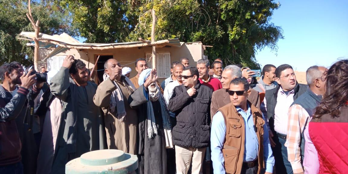 الدكتور عز الدين ابوستيت واللواء احمد ابراهيم محافظ اسوان (4)