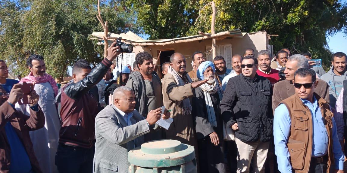 الدكتور عز الدين ابوستيت واللواء احمد ابراهيم محافظ اسوان (6)