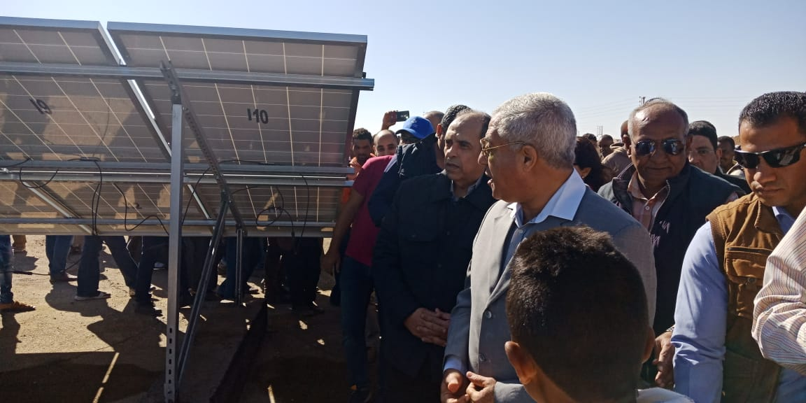 وزير الزراعة يفتتح محطة الطاقة الشمسية (6)