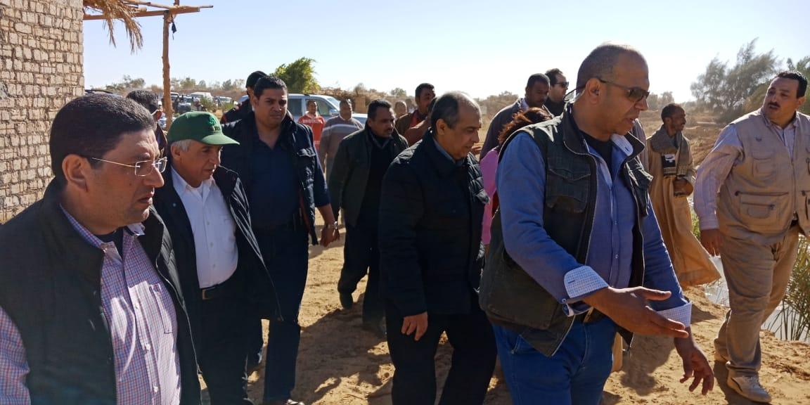 الدكتور عز الدين ابوستيت واللواء احمد ابراهيم محافظ اسوان (5)