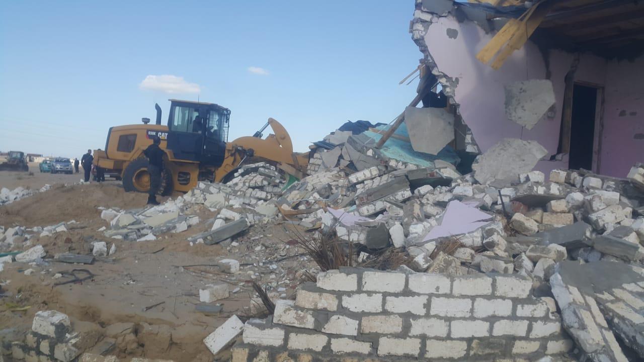 إزالة التعديات واستعادة 125 فدانا من أراضي الدولة بمدينة بئر العبد (4)
